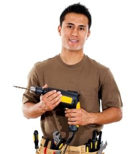 עבודה מול בעל מקצוע בשיפוץ דירה